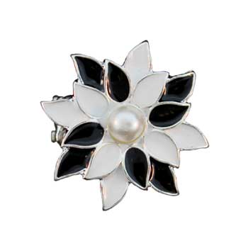 Zinc Alloy Ring Rhodium Black And White Flower Ring W/A Pearl Jewelry